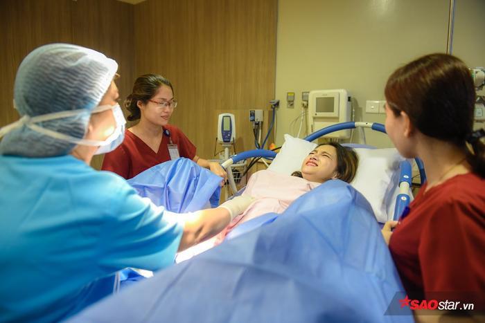 """Giờ đây, Hương Giang đã thấm thía rằng """"không gì hơn đau đẻ""""."""