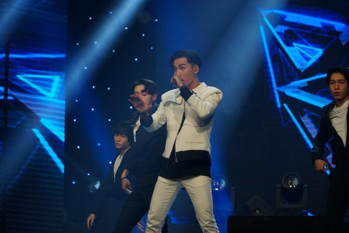 Phần biểu diễn của Ali được đánh giá là trưởng thành hơn rất nhiều sau 1 năm đăng quang ngôi vị Quán quân Giọng hát Việt.