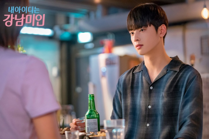 Mặc dù tưởng rằng Kyung Suk có tất cả mọi thứ từ ngoại hình điển trai, trí thông minh và sự giàu có nhưng bên trong nhân vật ấy chứa đựng những nỗi đau không thể giải bày cùng ai.