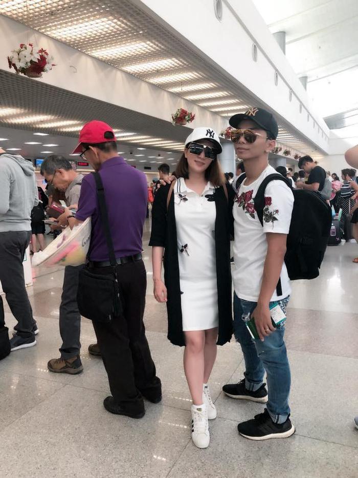 Vợ chồng Khánh Thi - Phan Hiển xuất hiện với hình ảnh trẻ trung, cá tính