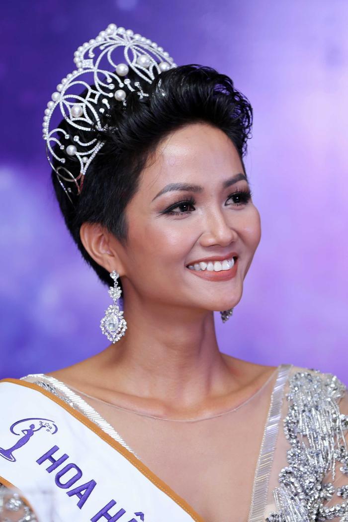 H'heniê khi vừa đăng quang Hoa hậu Hoàn vũ Việt Nam 2018