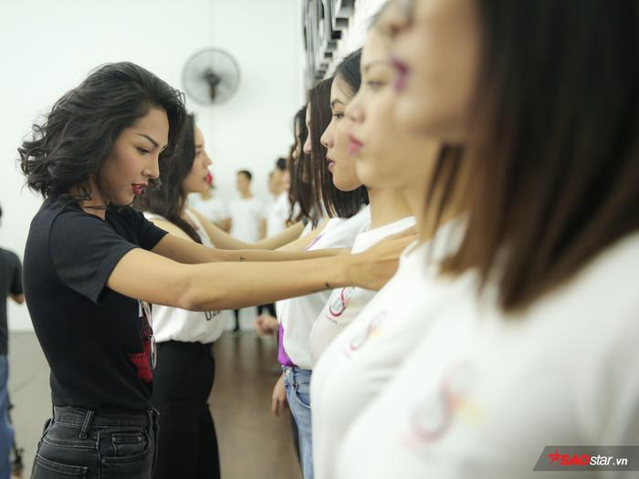 Kỳ Duyên trau rèn thí sinh Siêu mẫu Việt Nam 2018 theo cách không ai ngờ