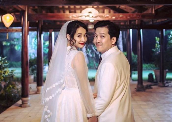 Trong bộ ảnh đang lan truyền trên mạng xã hội, Nhã Phương đã lựa chọn cho mình một chiếc váy bồng bềnh, với phần tay áo xuyên thấu.