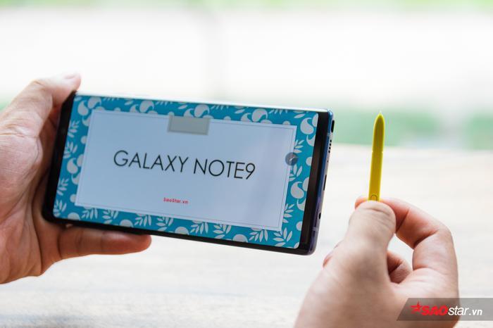 Sự kết hợp giữa S Pen và cáp kết nối Samsung DeX đem lại cho người dùng giải pháp thuyết trình gọn nhẹ, hiệu quả