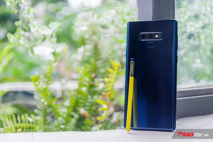 Bút S Pen trên Galaxy Note9 có thời gian sử dụng phù hợp với nhu cầu dùng trong thời gian ngắn và cất vào lại