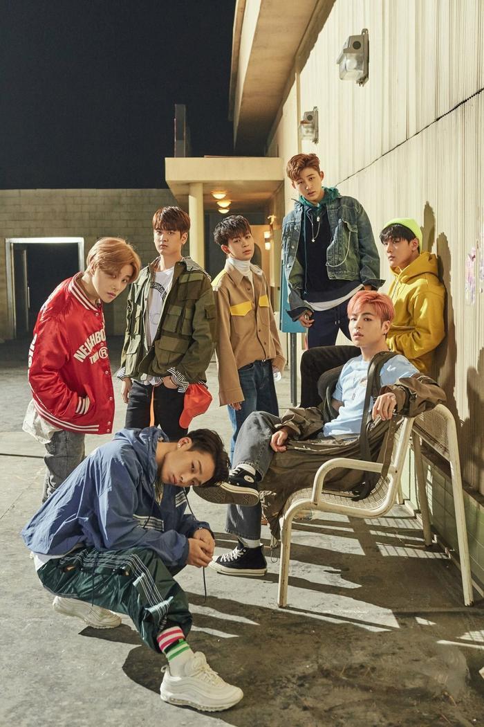 iKON thành công chinh phục đỉnh cao với ca khúc Love Scenario.