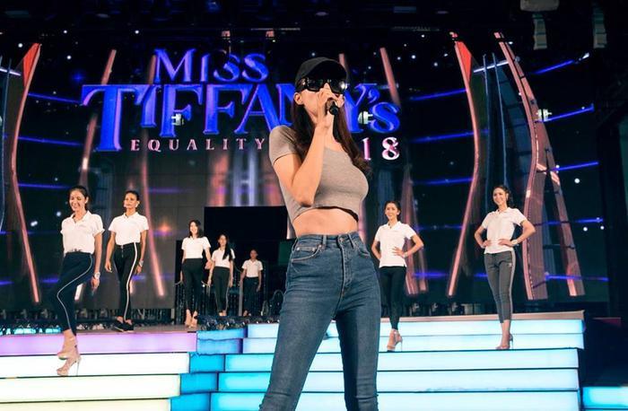 Cùng đón chờ và ủng hộ Hương Giang với màn trình diễn đặc biệt trên sân khấu quốc tế.