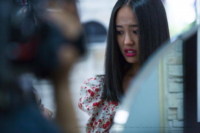 """Thanh Vy bày tỏ quan điểm của mình với thí sinh Jesslyn: """"Sau khi được cắt tóc, tôi cảm thấy mình rất xinh đẹp nhưng nét đẹp này trông rất đỗi bình thường y như bao cô gái khác"""""""
