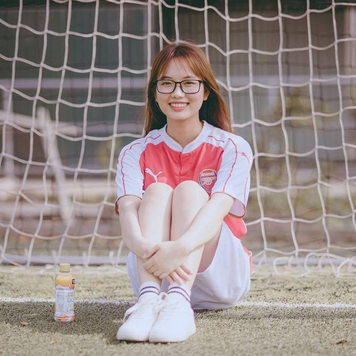 Trần Thị Hảo đến từ Nam Định, có biệt danh là Hảo Henry vì tình yêu bóng đá mãnh liệt dành cho danh thủ Thiery Henry.