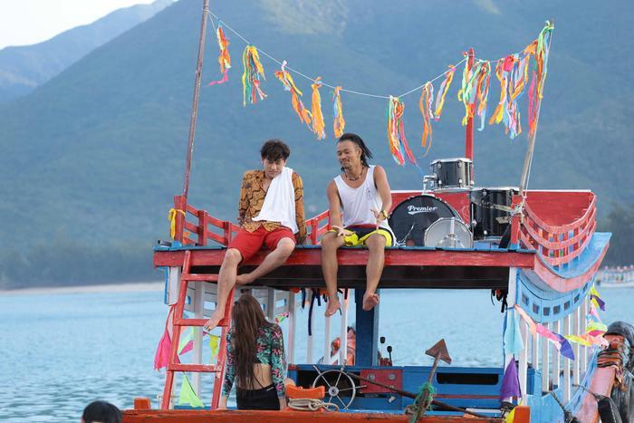 'Mùa viết tình ca': Ly cocktail cuối hè đậm vị biển và những bất ngờ từ cặp đôi Isaac - Phan Ngân