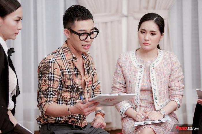 Stylist Hoàng Ku có phần ưu ái vị HLV Hương Giang, anh dành nhiều lời khen cho team của cô.