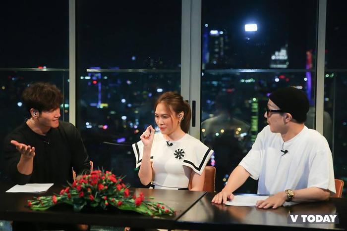 Việc xuất hiện trong buổi talkshow cùng hai nghệ sĩ đình đám Hàn Quốc là Kim Jong Kook và Haha khiến khán giả rất bất ngờ.