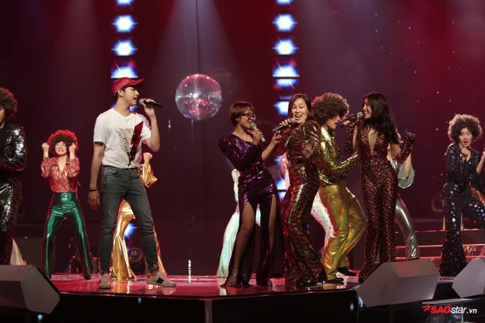 Chất nhạc vừa quen thuộc vừa mới mẻ cũng phần dàn dựng rực rỡ chắc chắn sẽ khiến các fan của riêng team Noo cũng như của The Voice 2018 thích thú.