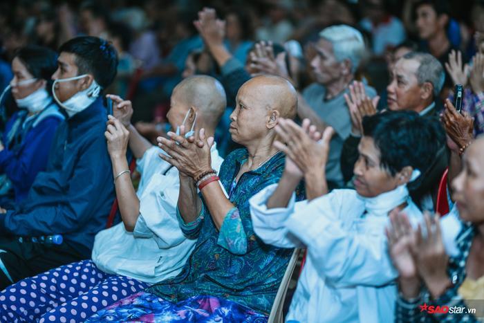 Ngọc Sơn lần đầu tổ chức lễ nhận con nuôi Duy Cường tại chùa ảnh 12