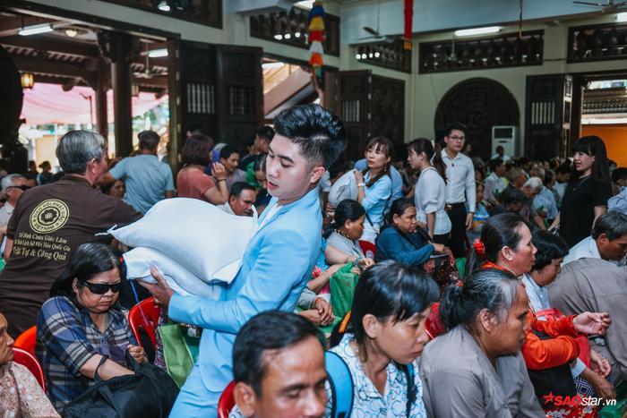 Ngọc Sơn lần đầu tổ chức lễ nhận con nuôi Duy Cường tại chùa