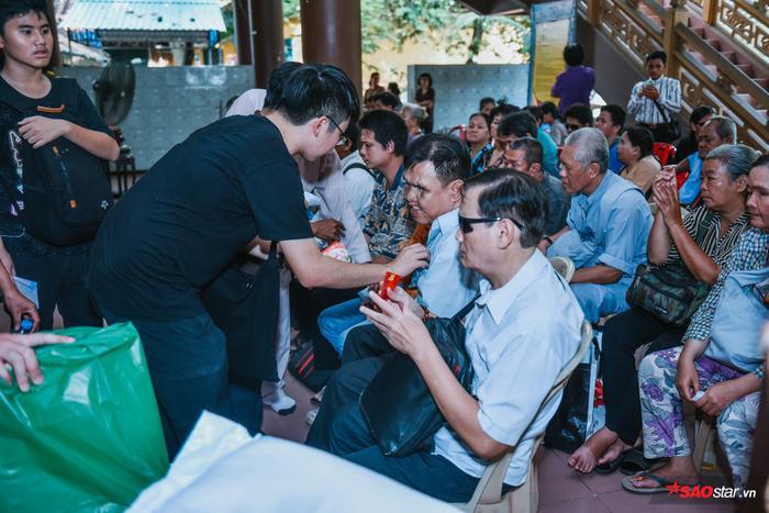 Ngọc Sơn lần đầu tổ chức lễ nhận con nuôi Duy Cường tại chùa ảnh 21