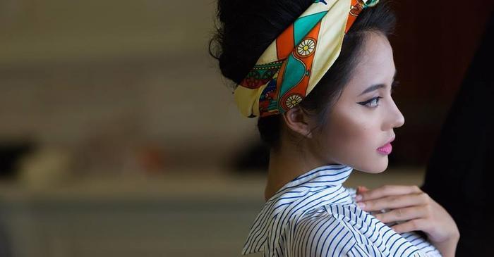 Nàng mẫu trẻ Rima Thanh Vy được tô điểm với phụ kiện ngọt ngào là chiếc khăn quấn đầu (turban)