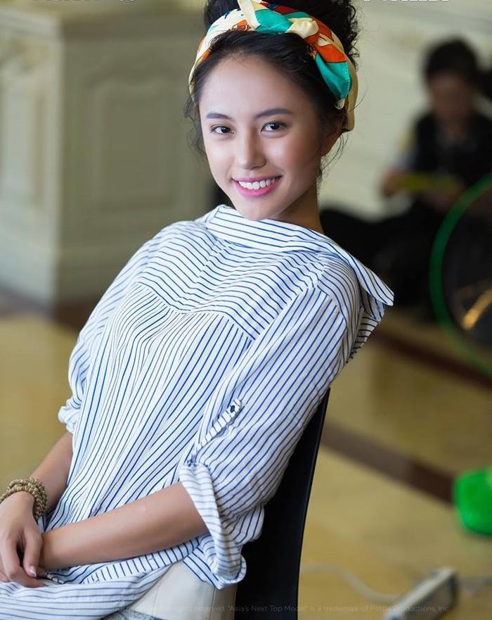 Với chiếc khăn turban quấn đầu sẽ vô cùng thích hợp cho style makeup cổ điển