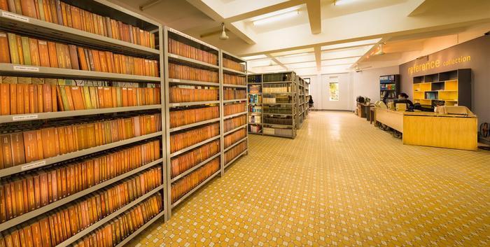 Cơ sở vật chất nhà trường hiện bao gồm toàn bộ các khu nhà học, nhà làm việc, nhà thí nghiệm thực hành của 2 Cao đẳng tiền thân. Ký túc xá có gần 1000 chỗ ở. Thư viện được đầu tư trên 15.000 đầu sách, phòng tư liệu chuyên môn riêng của ngoại ngữ tiếng Anh, Pháp có trên 3000 đầu sách.