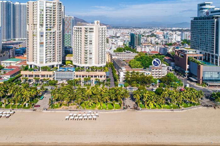 TRường ĐH Khánh Hòa nằm ngay trục đường ven biển Nha Trang.