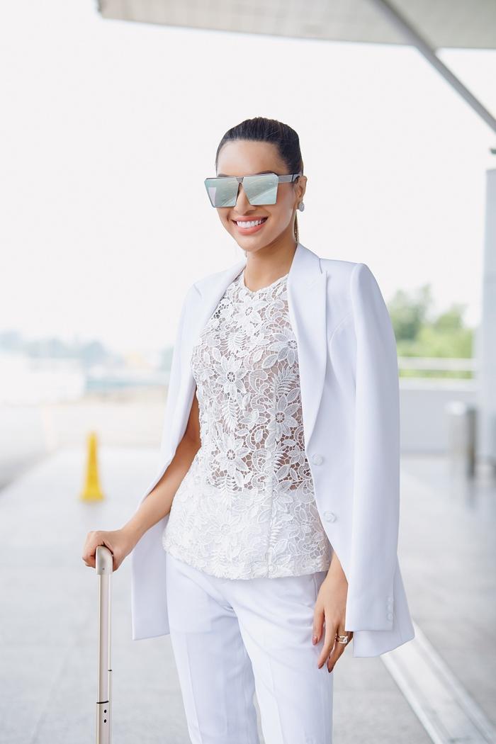 Siêu mẫu Khả Trang mặc cây trắng tuyệt đẹp, lên đường tham dự cuộc thi Siêu mẫu Quốc tế 2018 ảnh 5