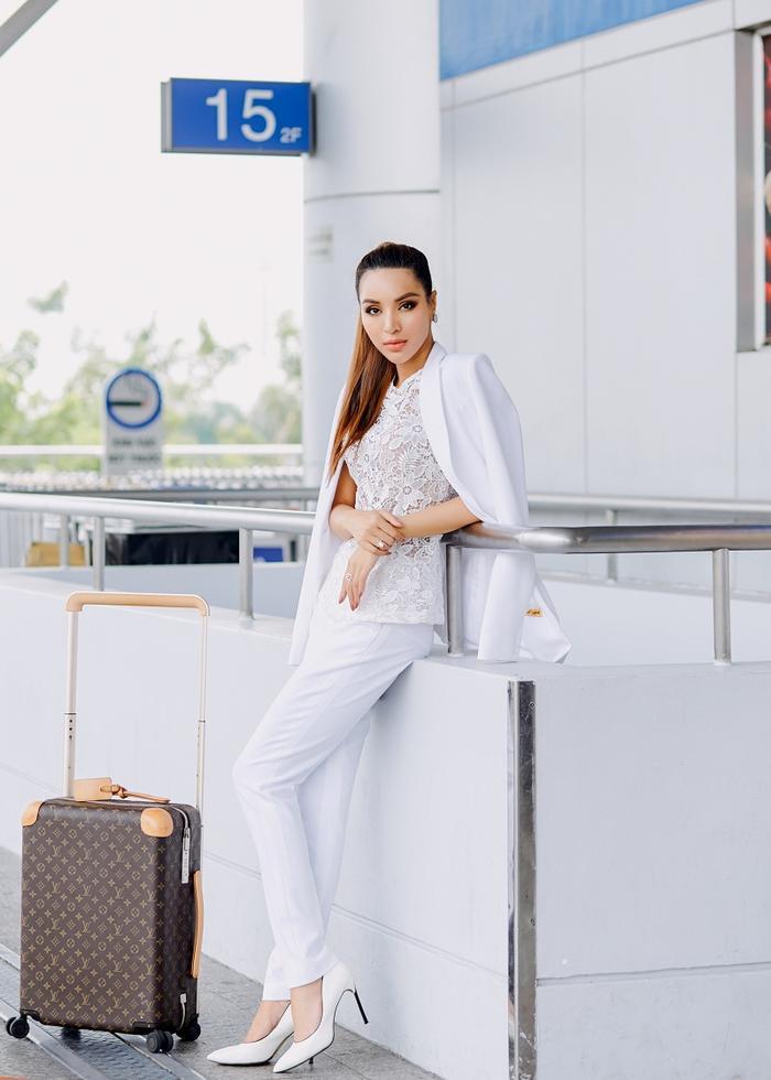 Khả Trang cũng chia sẻ thêm là cô nàng cũng rất hồi hộp và lo lắng, bởi cô biết các ứng viên là người mẫu đến từ các nước khác rất giàu kinh nghiệm
