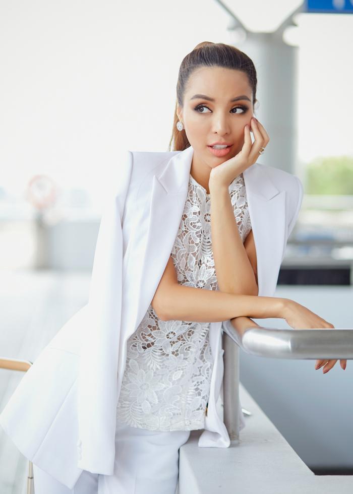 Siêu mẫu vàng Khả Trang trở thành cái tên được săn đón khắp các sàn diễn thời trang trong nước