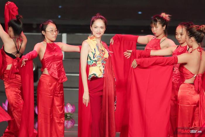 Không những là Huấn luyện viên mà Hương Giang sẽ còn là vị khách mời đặc biệt biểu diễn trong đêm Chung kết.