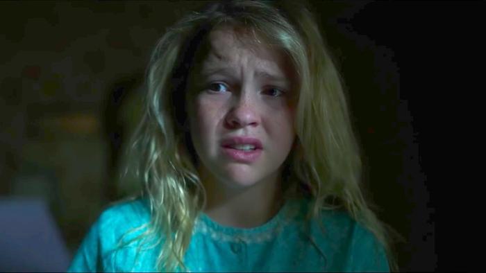 Janice sau này chính là cô con gái sát nhân nhà Higgins trong Annabelle 2014.