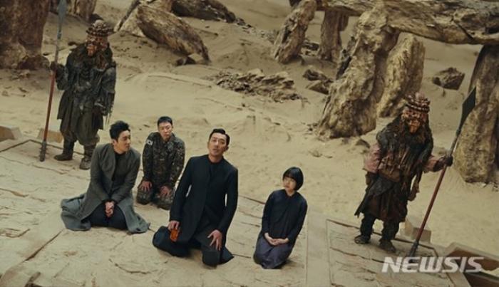 Sau hàng loạt phim điện ảnh, Ju Ji Hoon liên tiếp tấn công 'màn ảnh nhỏ', khẳng định sự trở lại vũ bão