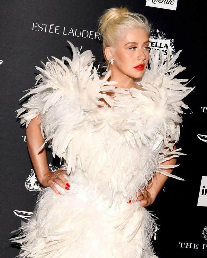 Trang phục trên được liệt vào Best Dressed trong đêm, xếp cạnh nhiều siêu mẫu khác.