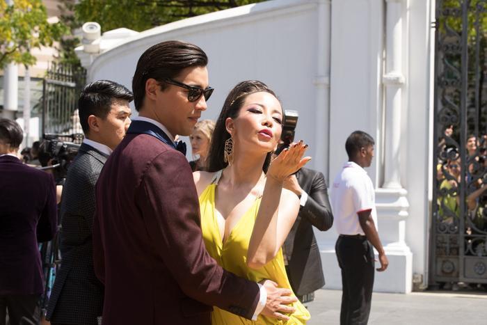Thiếu gia Hồng Kông Alistair Cheng luôn âu yếm, có phần quá khích với bạn gái.