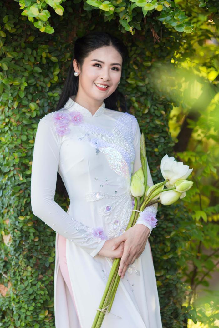 Ngọc Hân rạng rỡ trong thiết kế áo dài dành riêng cho cô dâu