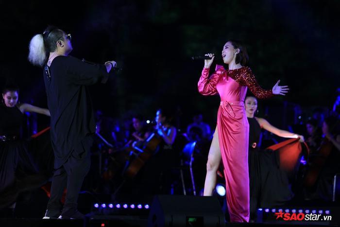 Nếu bản mashup 3 ca khúc này khán giả đã quá quen thuộc khi nghe tại những chương trình lớn như MAMA Premiere in Vietnam 2017…