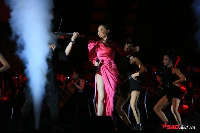 Nữ ca sĩ đã có phần trình diễn để lại nhiều ấn tượng đẹp trong lòng khán giả.