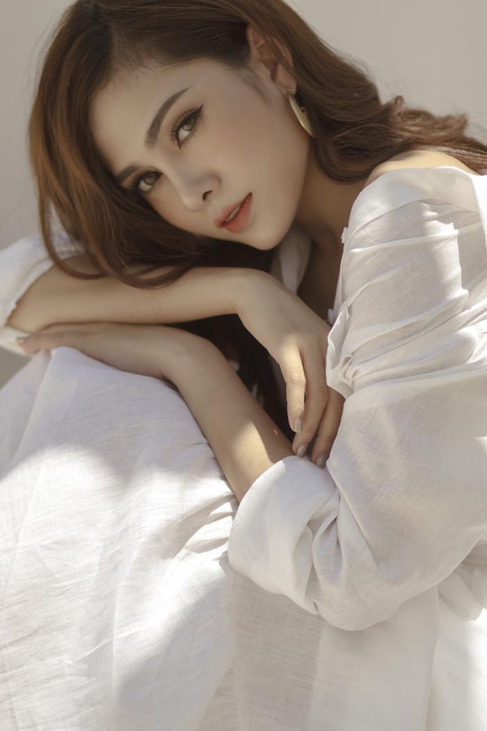 Hình ảnh của nữ ca sĩ trong MV.
