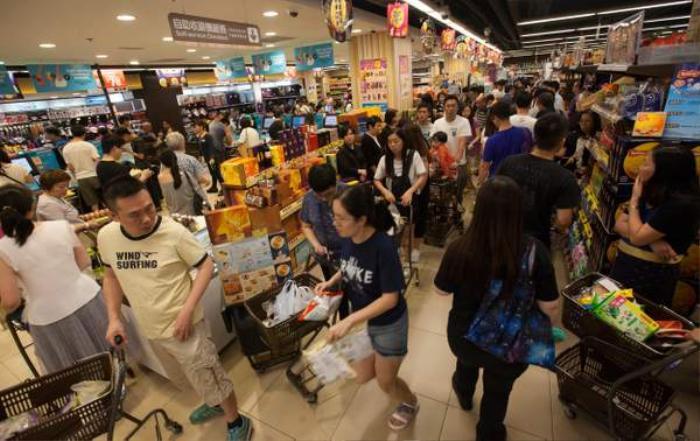 Mangkhut sắp vào Hong Kong sau khi 'càn quét' Philippines khiến ít nhất 12 người chết