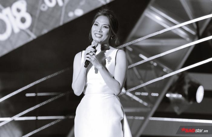 """Cô mang tới phần trình diễn Người hãy quên em đi với phiên bản tiếng Hàn cùng vũ điệu """"say rượu"""" quen thuộc đã làm """"say lòng"""" biết bao khán giả tại xứ sở Kim chi."""