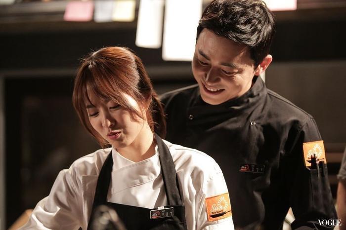 Khoảnh khắc cùng nhau nấu ăn cũng khiến khán giả không khỏi mong ngóng họ là một đôi ngoài đời thực.