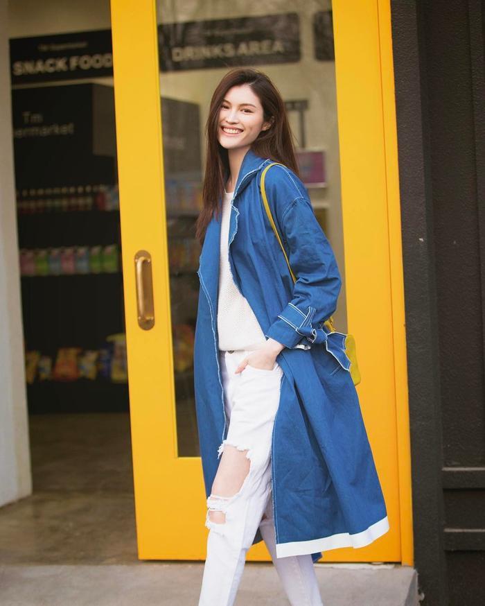 Nụ cười ngọt ngào với má lúm đồng tiền của Sui He