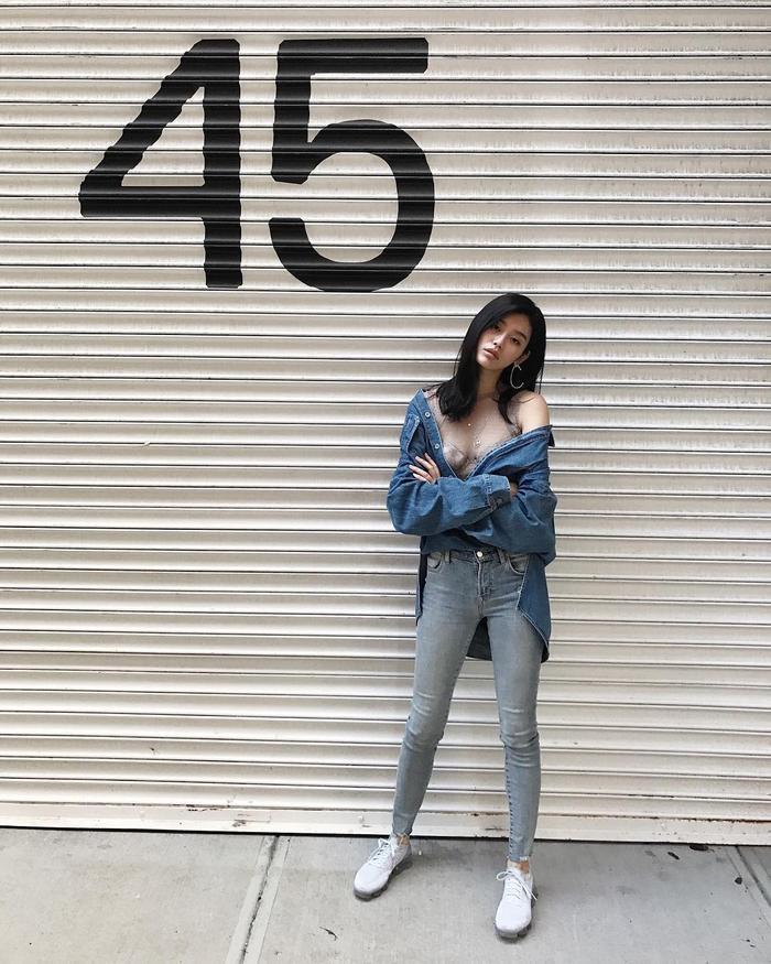 Cô nổi bật với gương mặt Á Đông cùng chiều cao 1,78 m và số đo ba vòng 79-61-89.