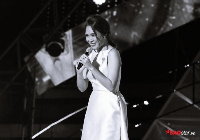 Nữ ca sĩ đã thực sự tỏa sáng trước hàng ngàn khán giả ngoại quốc.