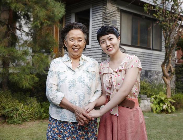 Nữ diễn viênNa Moon Hee vàShim Eun Kyung