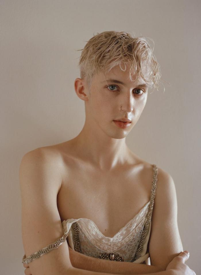 Troye Sivan hoàn toàn xứng đáng được gọi là biểu tượng của LGBT.