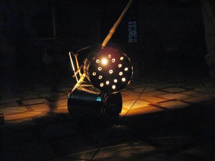 Những chiếc đèn tự chế như thế này bây giờ có lẽ đã chẳng còn.