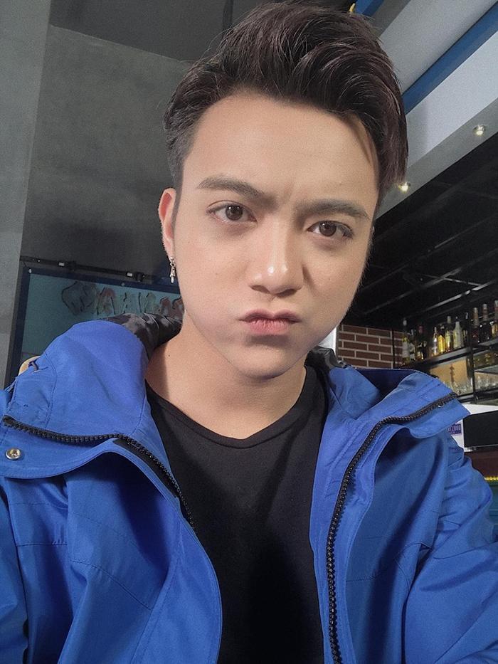 Gương mặt điển trai của Soobin Hoàng Sơn khác hẳn so với thời gian đầu bước vào showbiz Việt