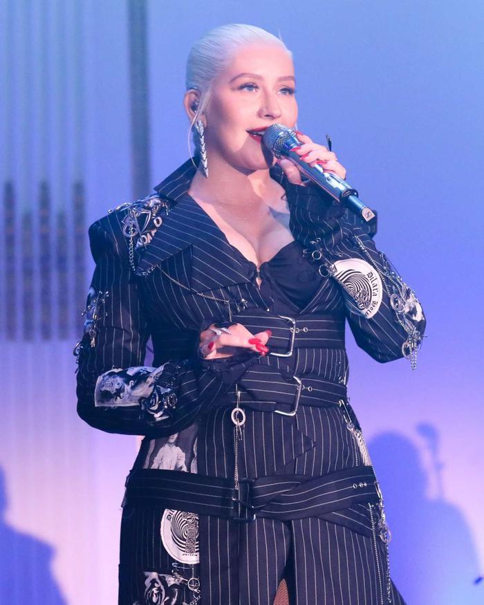 Fighter của Christina Aguilera rất máu lửa, và chắc hẳn máu lửa quá nên đã được chọn làm 'nhạc nền' cho cuộc ẩu đả của Cardi B – Nicki Minaj.