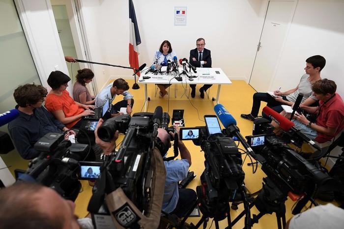Công tố viên Yolande Renzi và Giám đốc của DIPJ Strasbourg Christophe Allain, tại một cuộc họp báo ngày 18 tháng 9. Ảnh: FREDERICK FLORIN /AFP/LeMonde.
