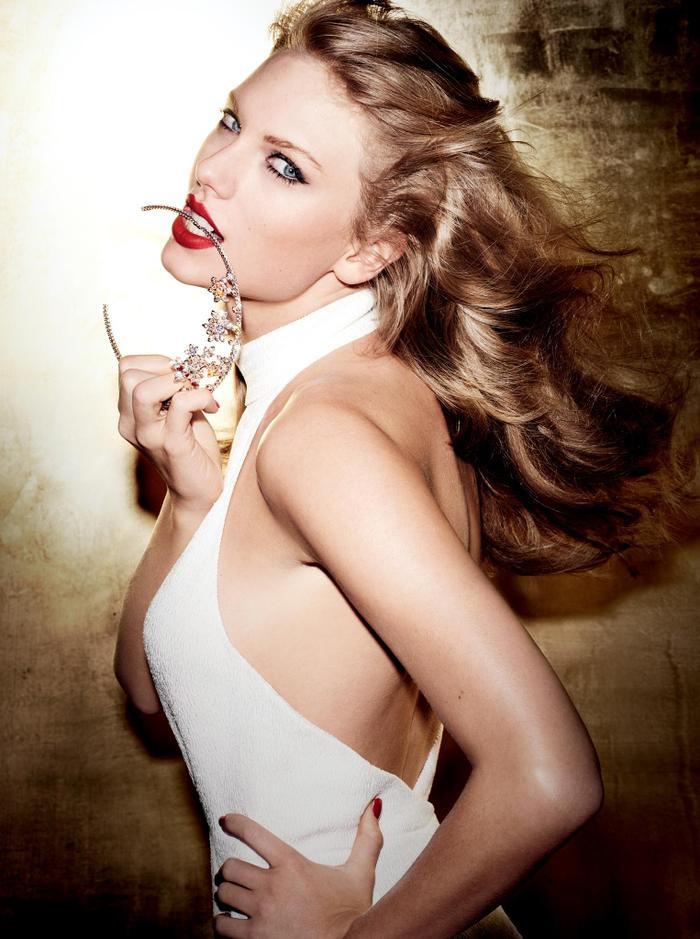 Taylor Swift nắm trong tay 4 đề cử: Tour diễn của năm, Nghệ sĩ của năm, Album Pop/Rock được yêu thích và Nữ nghệ sĩ Pop/Rock được yêu thích.