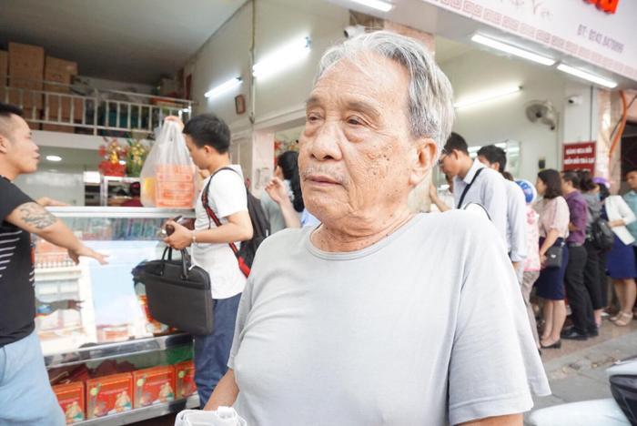 """Năm nay đã ở tuổi 88 nhưng ông Bảo, người """"khai sinh"""" thương hiệu bánh Bảo Phương rất minh mẫn, khoẻ mạnh."""